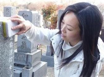 刻心堂のお墓クリーニング 手作業清掃
