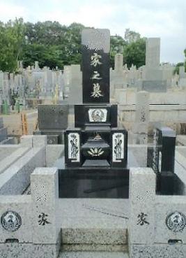 名古屋市 平和公園 彫刻文字 文様 墓誌の色入れなおし 施工前.jpg