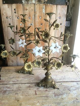 Paire Chandeliers d'église Fleurs opaline