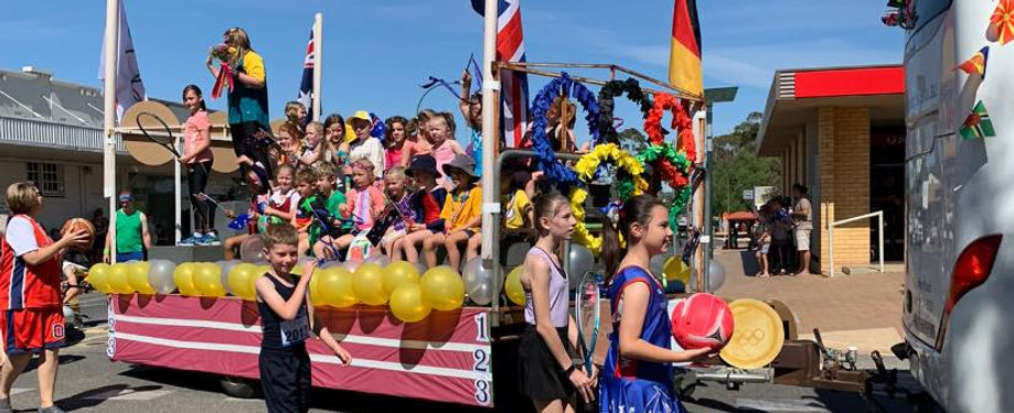 Loxton Lutheran School Float.jpg