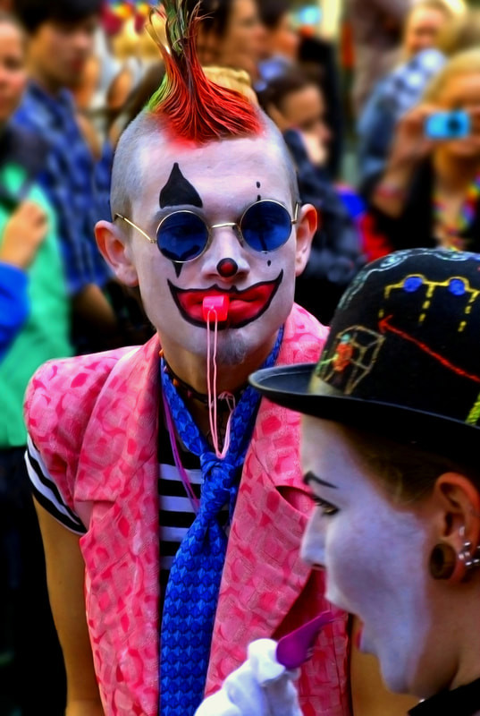 clown-gaypride2-1_orig.jpg