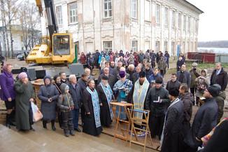 В День народного единства на площадке возрождаемого Костромского кремля состоялось освящение колокол