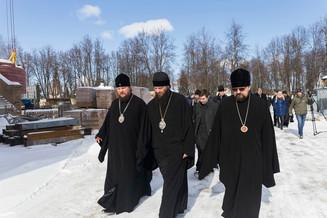 Фотогалерея: молебен на строительной площадке Костромского кремля