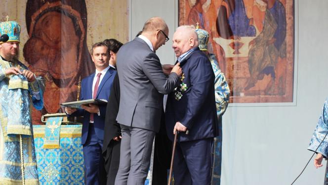 Виктору Ивановичу Тырышкину торжественно вручен знак Почетного гражданина города Костромы