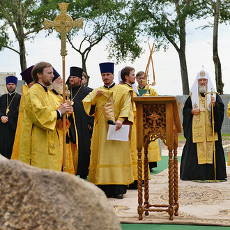 Святейший Патриарх Кирилл совершил закладку Успенского собора в Костромском кремле