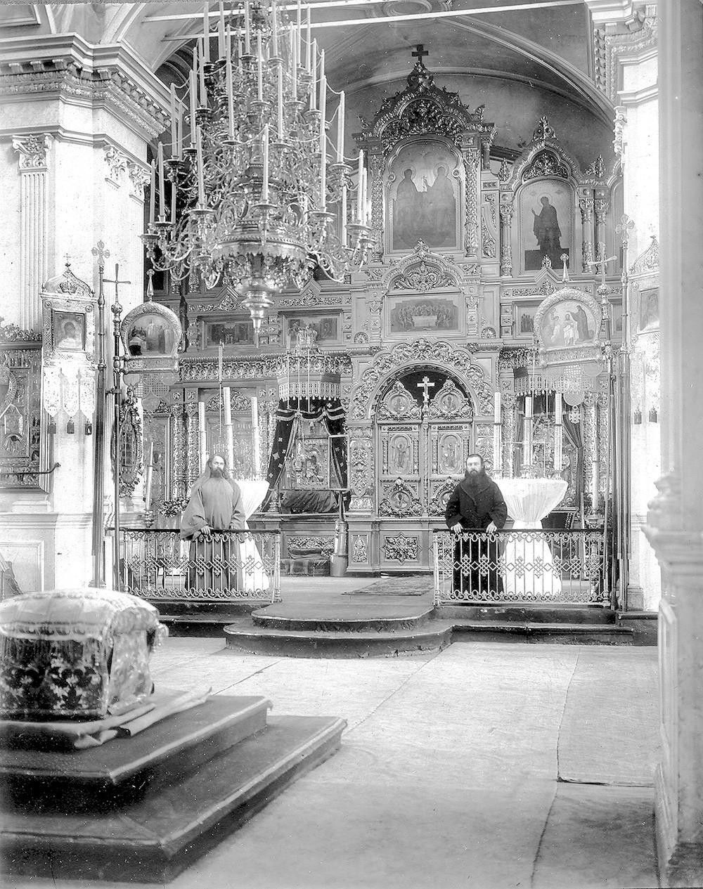 Внутренний вид Богоявленского собора. Фото начала ХХ века.