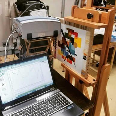 Espectroscopia no infravermelho com transformada de Fourier (FTIR) portátil. Quadro de testes, M. Rizzo.