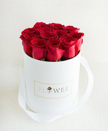 Boîte à chapeau blanche Douzaine de roses rouges