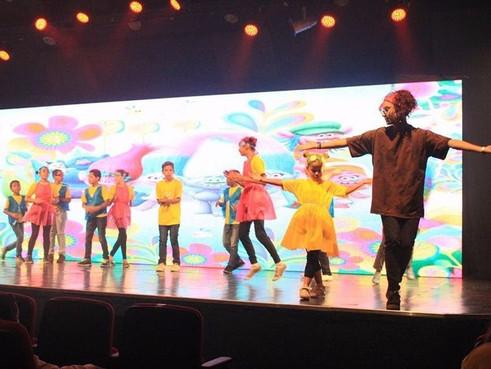 Arte educadora realiza oficina de dança em CCA's na Zona Norte de SP