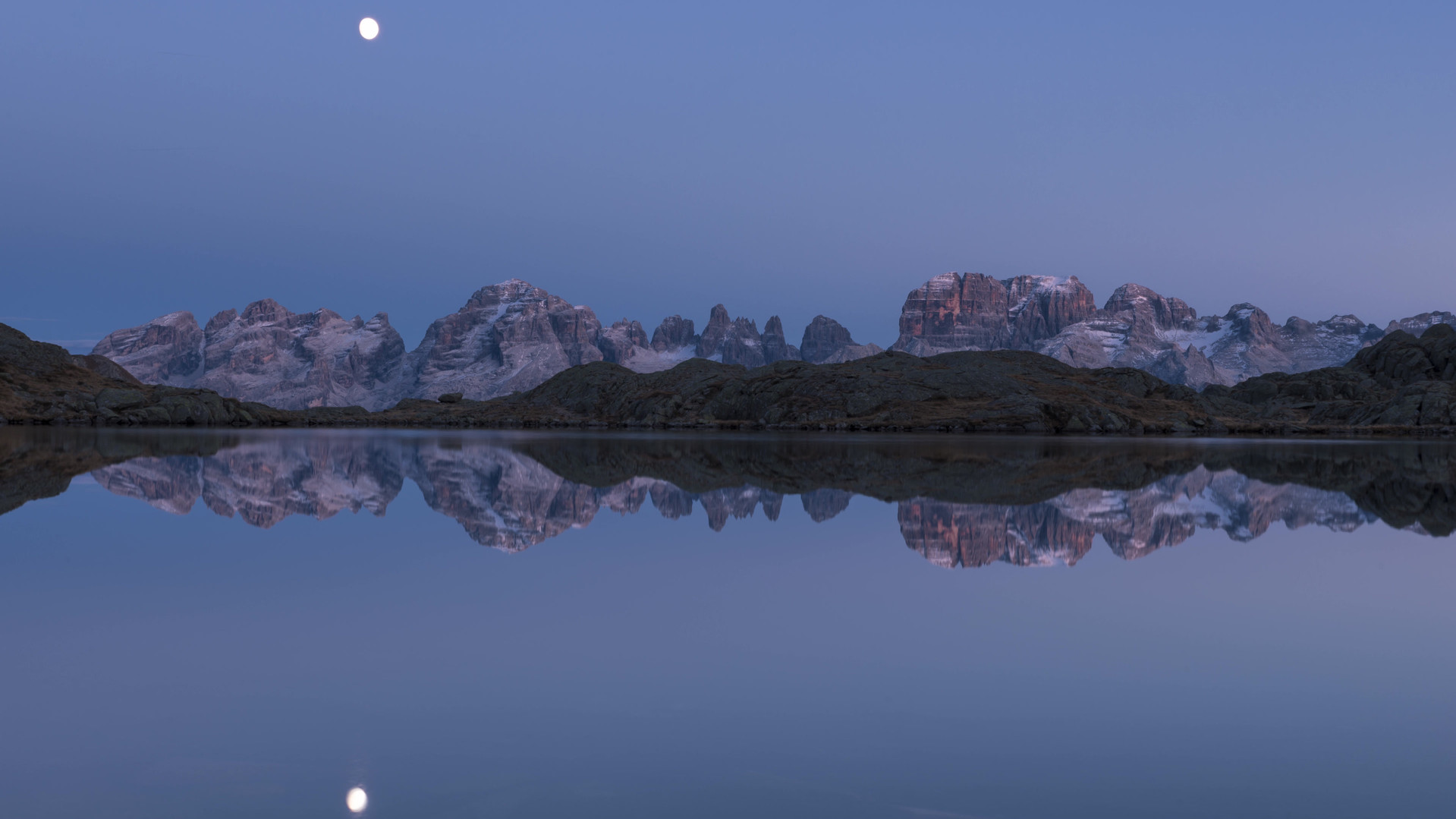 Lago nero luna 4k.mp4