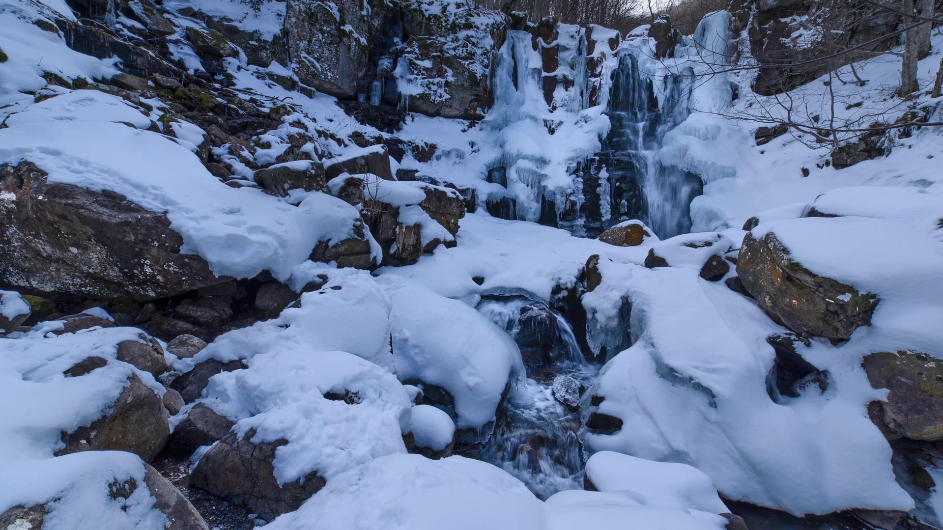 Time lapse Cascate del Dardagna inverno.