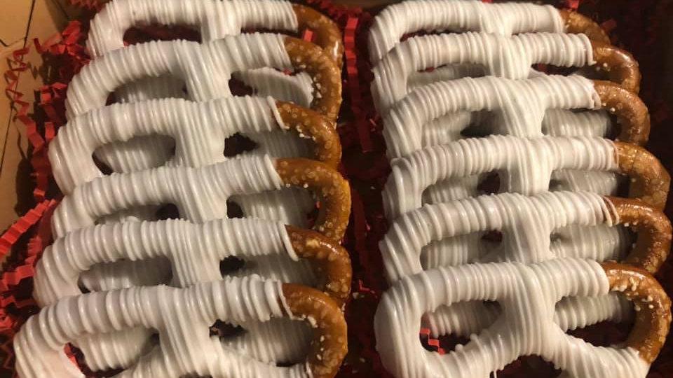 Dozen Dipped & Drizzled Regular Pretzels