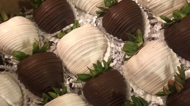 Dozen Dipped & Drizzled Strawberries