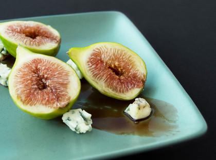Menu de grupo o desejado - figos braseados com queijo azul