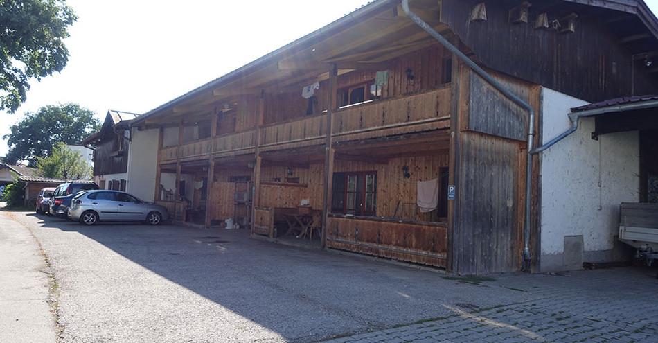 Theaterhof und Fußballplatz