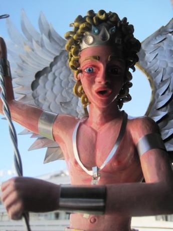 Archangelo Michael matando o ser de barra de codico