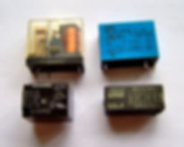 Electronic_component_relays_edited.jpg