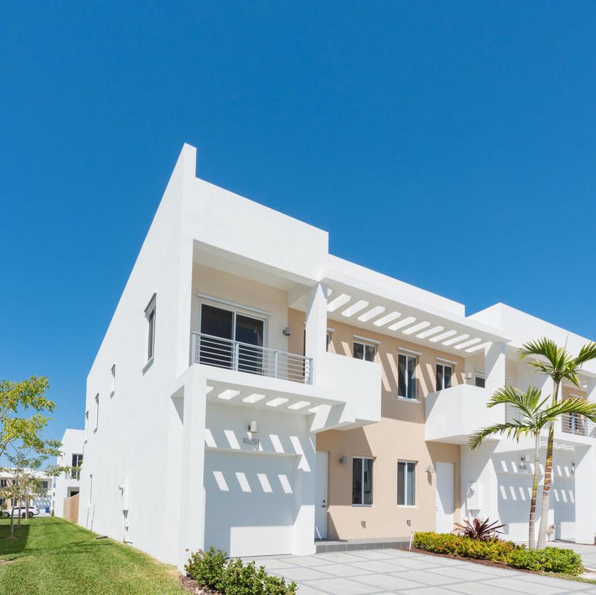 10251 NW 71st Terrace Doral FL-large-002-3-20180313 04 DSC 2475-1499x1000-72dpi