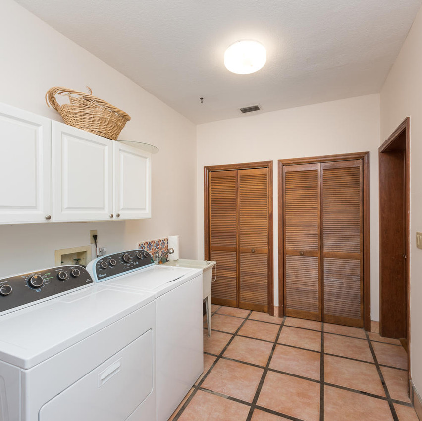 11395 SW 95th St Laundry Room