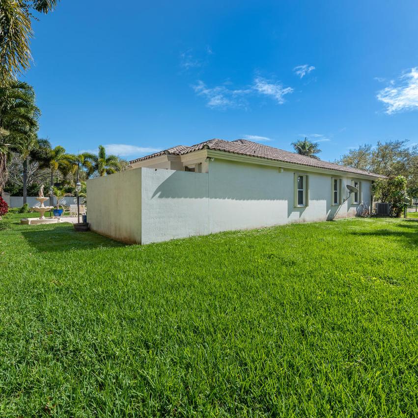 9591 SW 124th Terrace Miami FL-large-007