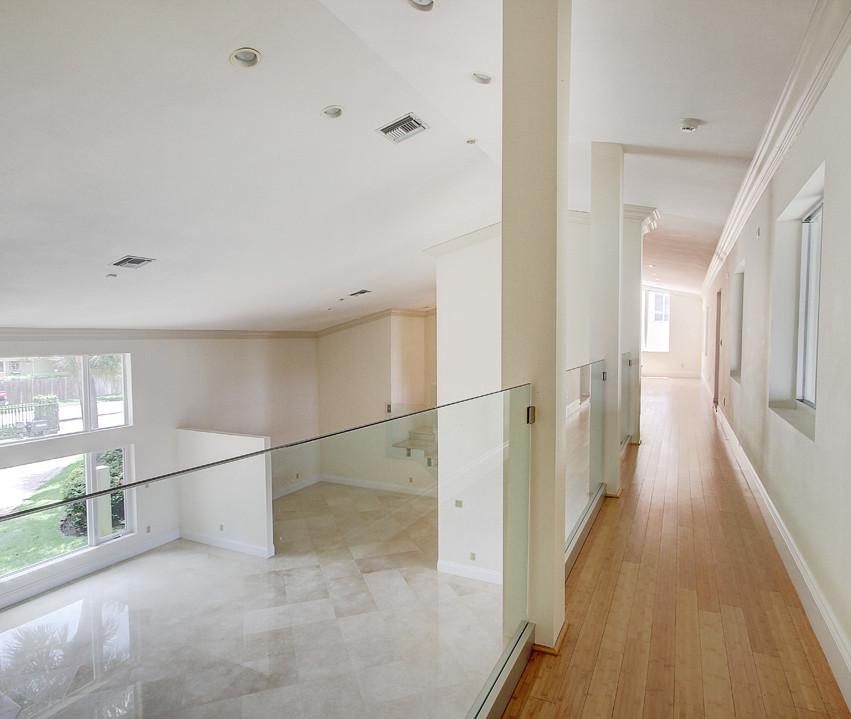 19_Hallway