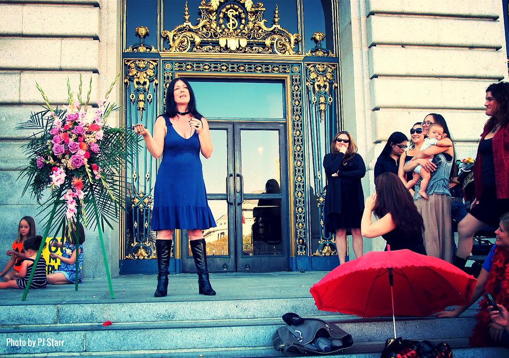 Shannon Speaks at Robyn Few's Memorial in 2013.jpg