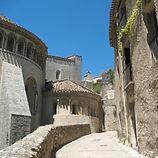 rue-abbaye-saint-guilhem-le-desert.jpg