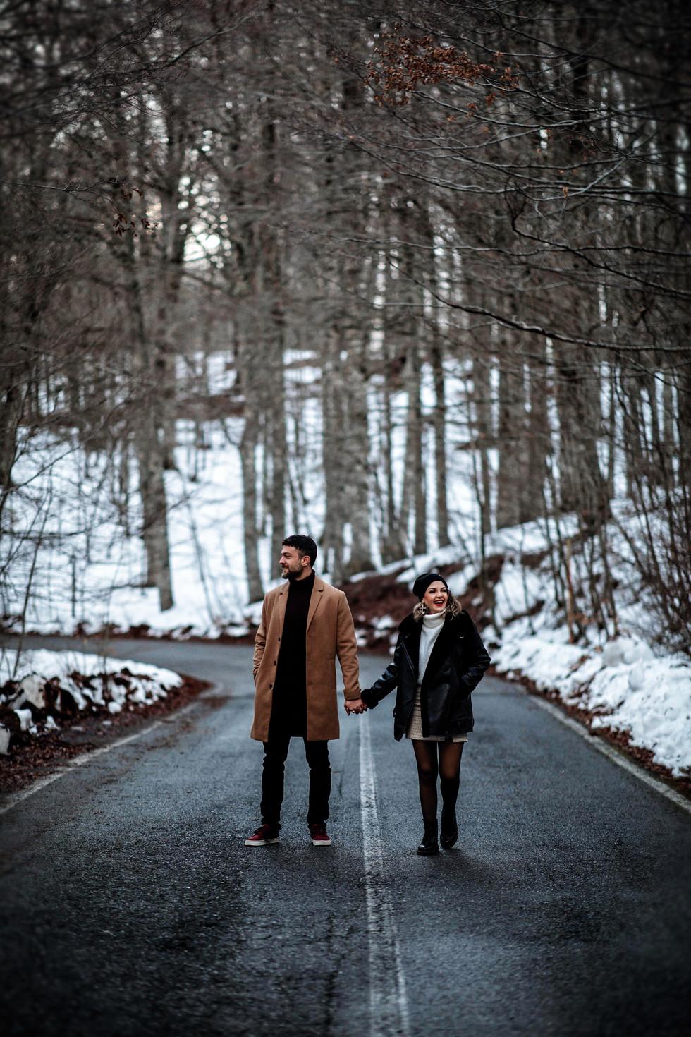 Engagement in Sila. I sorrisi di Ilenia e Antonio sulla neve di Tirivolo.
