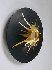 Mirror in lacquered wood with gold leaf decor