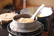 羽釜で米を炊く_shutterstock_1195372828.jpg