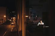 徹夜に耐える_shutterstock_1186450855.jpg