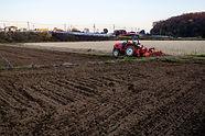農業機械運転_shutterstock_1588369303.jpg