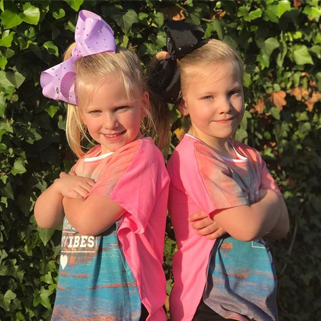 Two little beauties 😀😀😀 #cute #instagood #style #fashion #sisters #jojobows #jojosiwa #instadaily