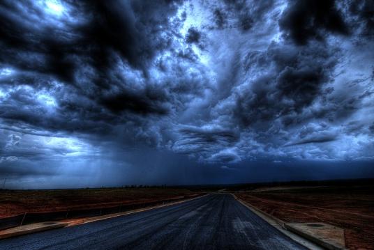 chaos, abysse, noir, sombre, ombre, animus, anima, spiritualité, spirituel, développement personnel, développement de soi, marie yelahiah, blog, ma vie de médium, les tréfonds, chemin vers les tréfonds, traumatisme, peur, angoisse, nuit, ciel noir, nuage, route, obscure, obscurité, médiumnité, thérapie énergétique, thérapeute, énergéticienne