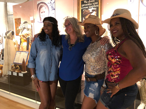 Lisa Sutton and fans at the Lynn Anderson Country Music Hall of Fame exhibit