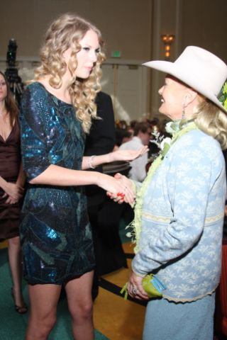 Chartreuse Green Lace SCARF worn by Lynn Anderson when meeting Taylor Swift