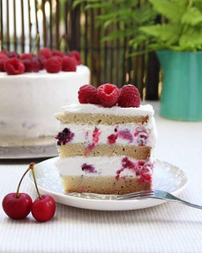 Forest berries vanilla cake. (gluten-free, sugar-free)🍒