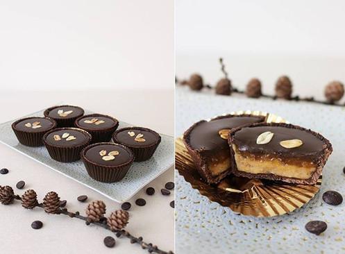 Vegan chocolate tartlets with peanut butter, caramel and ganache with dark chocolate. (Gluten free, sugar free)