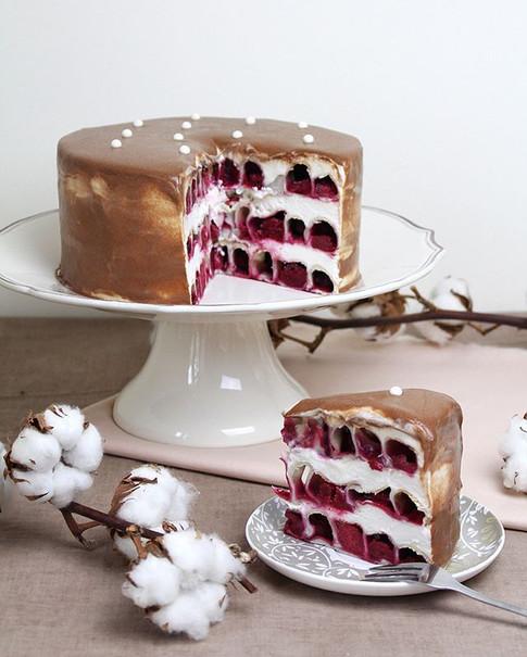 """Vegan cake """"Cherry cotton"""". 🍒🌸 Spiral tube layers with cherries inside, vanilla yoghurt cream, milk chocolate ganache."""