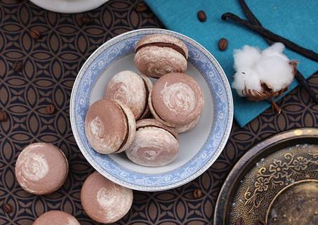 Vegan macarons coffee - dark chocolate - vanilla. 💙