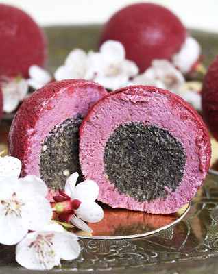 Raw cherry mini cashew cakes with poppy seed filling, chocolate velvet. (RAW, sugar free, gluten free) 🍒🌸