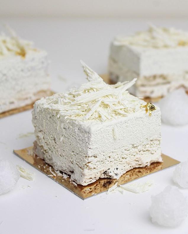 "Vegan individual mousse cake. ""Raspberry iceberg"""