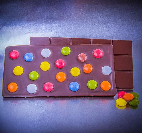 Tableta de chocolate negro y lacasitos