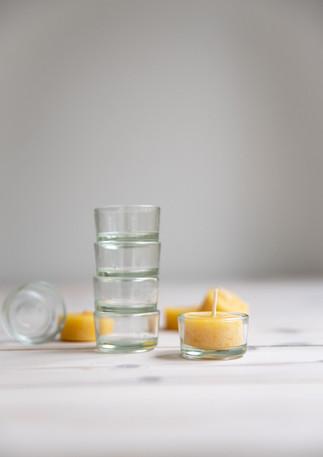 Värmeljus i bivax med glaskopp