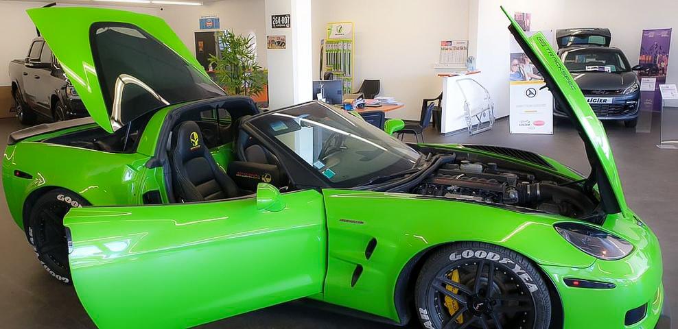 c6-corvette-body-kit-showroom