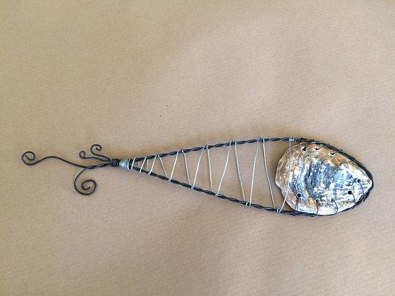 Black/silver zig zag fish