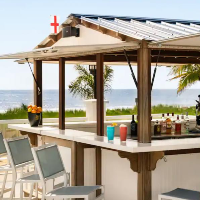 Doubletree by Hilton Oceanfront Pool Bar