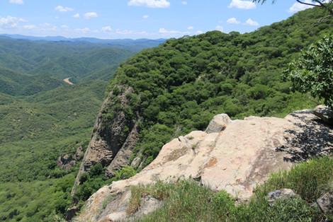 Huehuepiaxtla, rock ledge