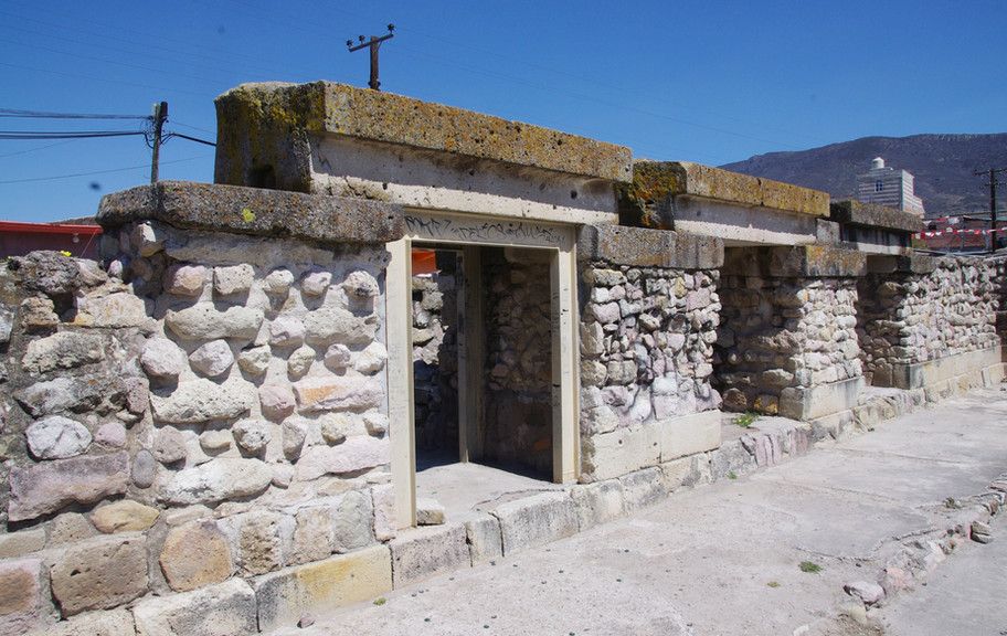Mitla, Arroyo Group