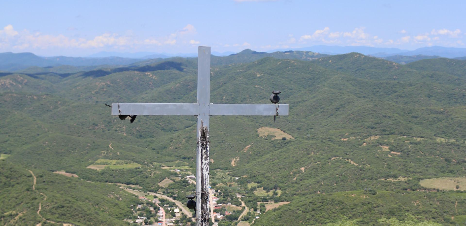 Huehuepiaxtla, modern cross near the summit